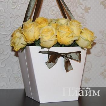 Коробка для цветов с атласной лентой