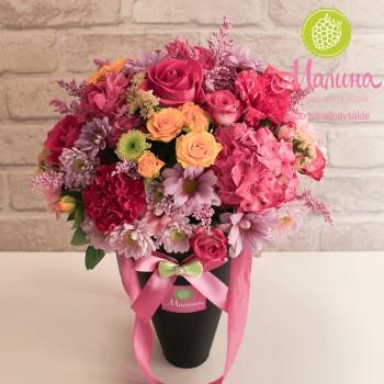 Цветы в черном конусе