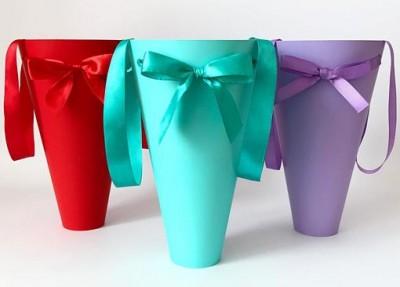 Круглые конусы для цветов из ламинированного картона
